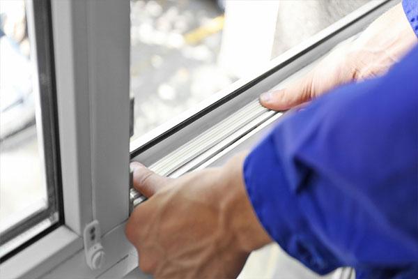 نصب رگلاژ کردن پنجره دوجداره